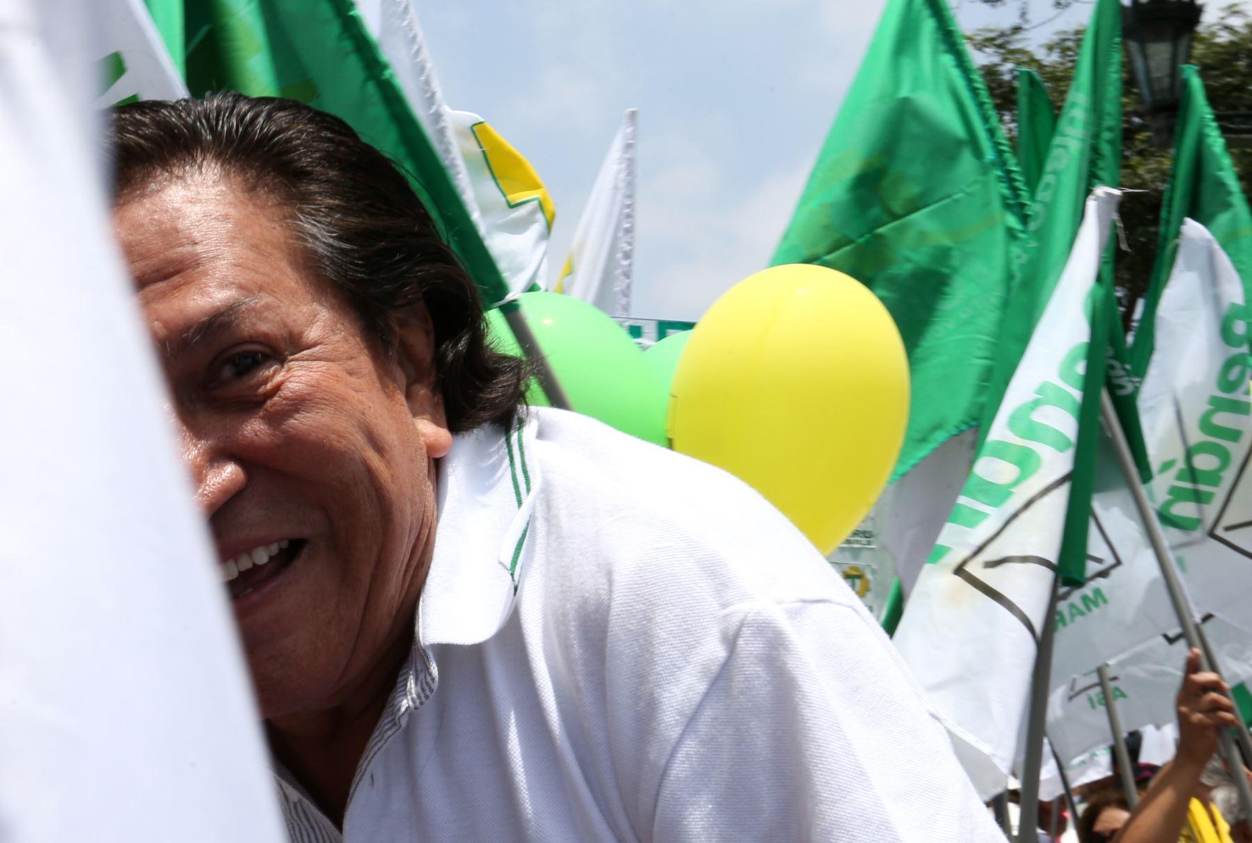 """Alejandro Toledo ha negado """"categóricamente"""" haber recibido sobornos y atribuye las acusaciones en su contra a una persecución concebida por sus enemigos políticos."""