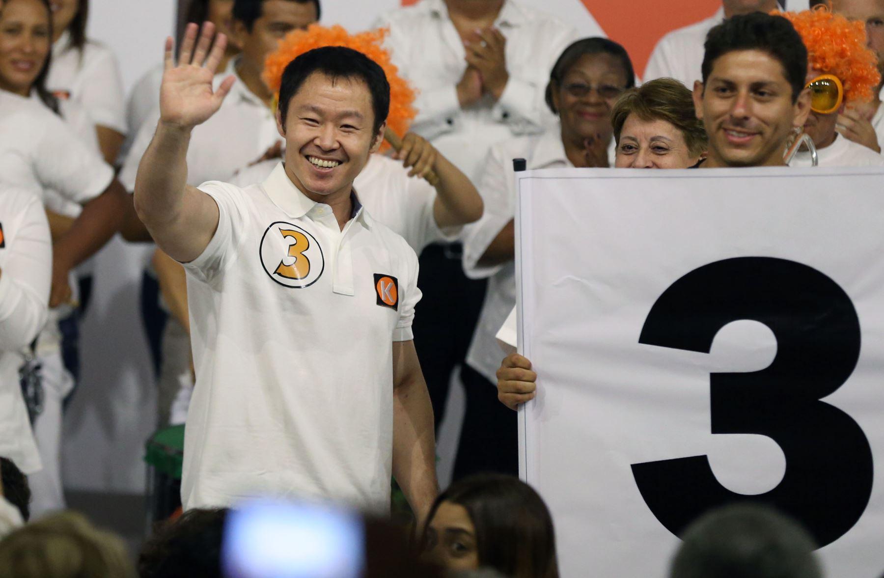 El 25 abril de 2016, durante la segunda vuelta electoral, Kenji Fujimori evidenció sus diferencias con Keiko Fujimori al señalar que la decisión de postular el 2021 era suya, en respuesta al compromiso de su hermana de que en el 2021 no habrá un candidato con el apellido Fujimori. Foto: ANDINA/Vidal Tarqui