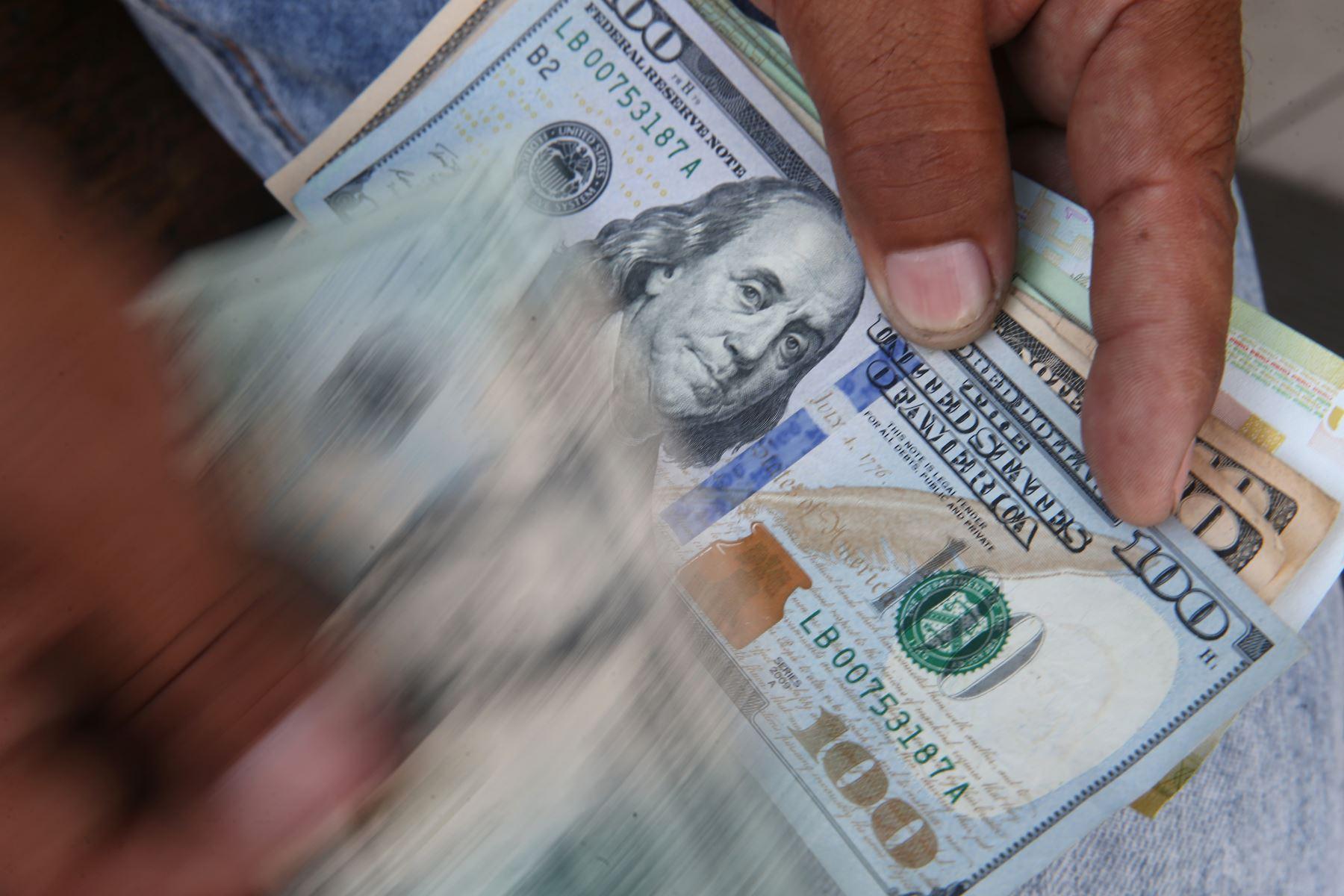 Dólares. Foto: ANDINA/Oscar Farje