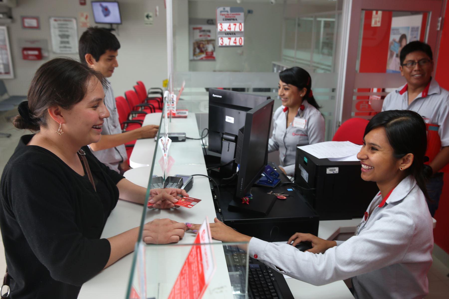 Más mujeres trabajan en entidades financieras. ANDINA/archivo