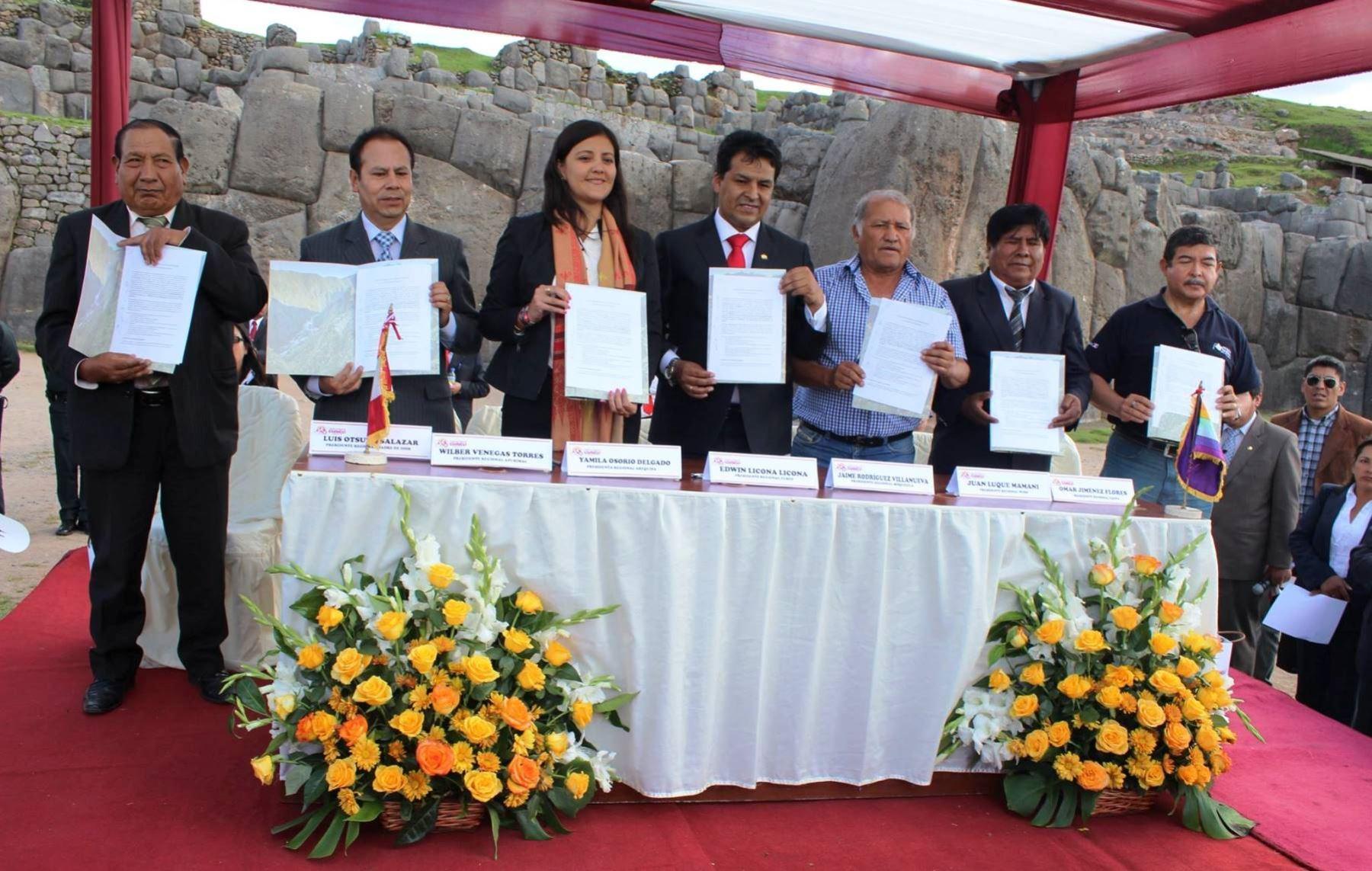 Gobernadores suscriben acta de la Mancomunidad Macrorregión Sur.