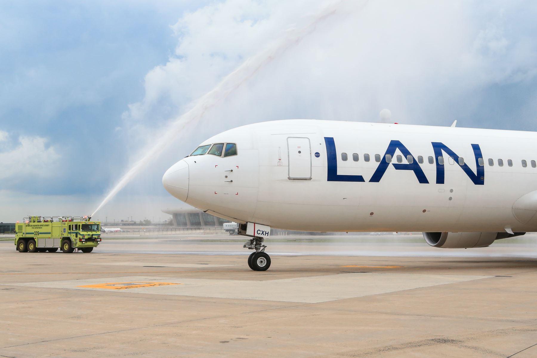 Vuelo inaugural de Lan entre Lima y Washington.