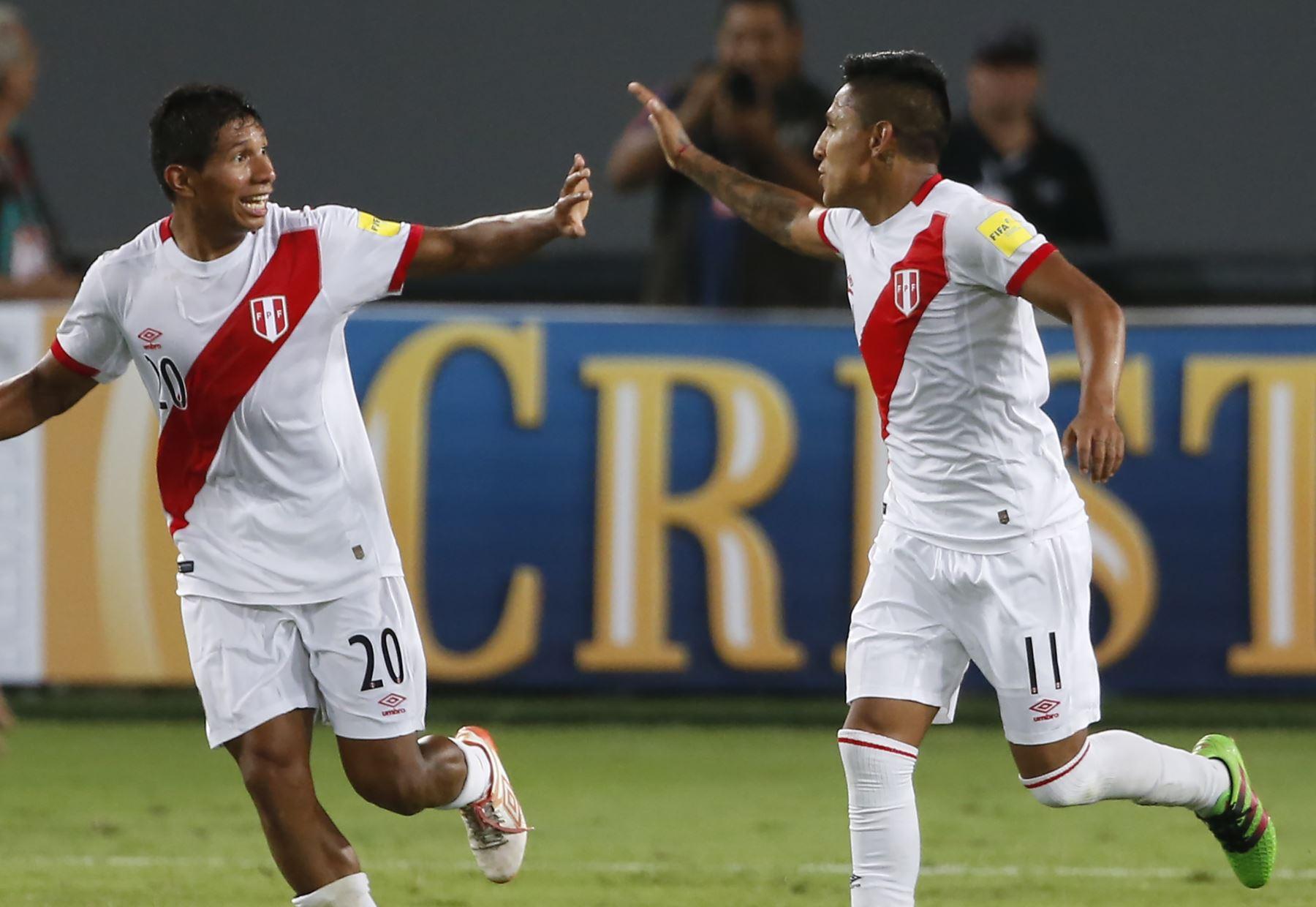 Edison Flores y Raúl Ruidíaz figuran en la lista de convocados de la selección peruana. Foto: AFP.