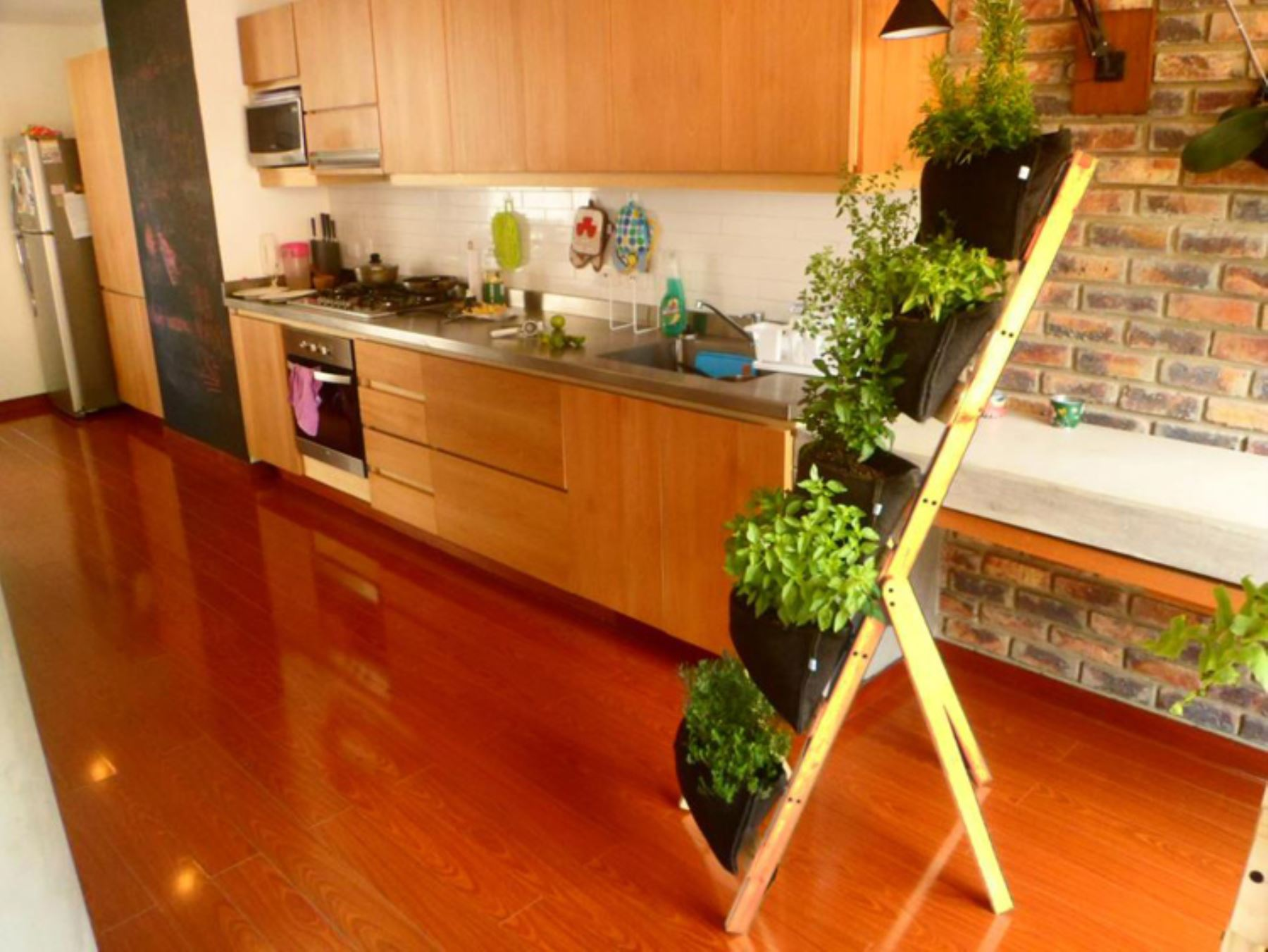 Lo que debe saber para animarse a tener un biohuerto en for Antorchas para jardin caseras