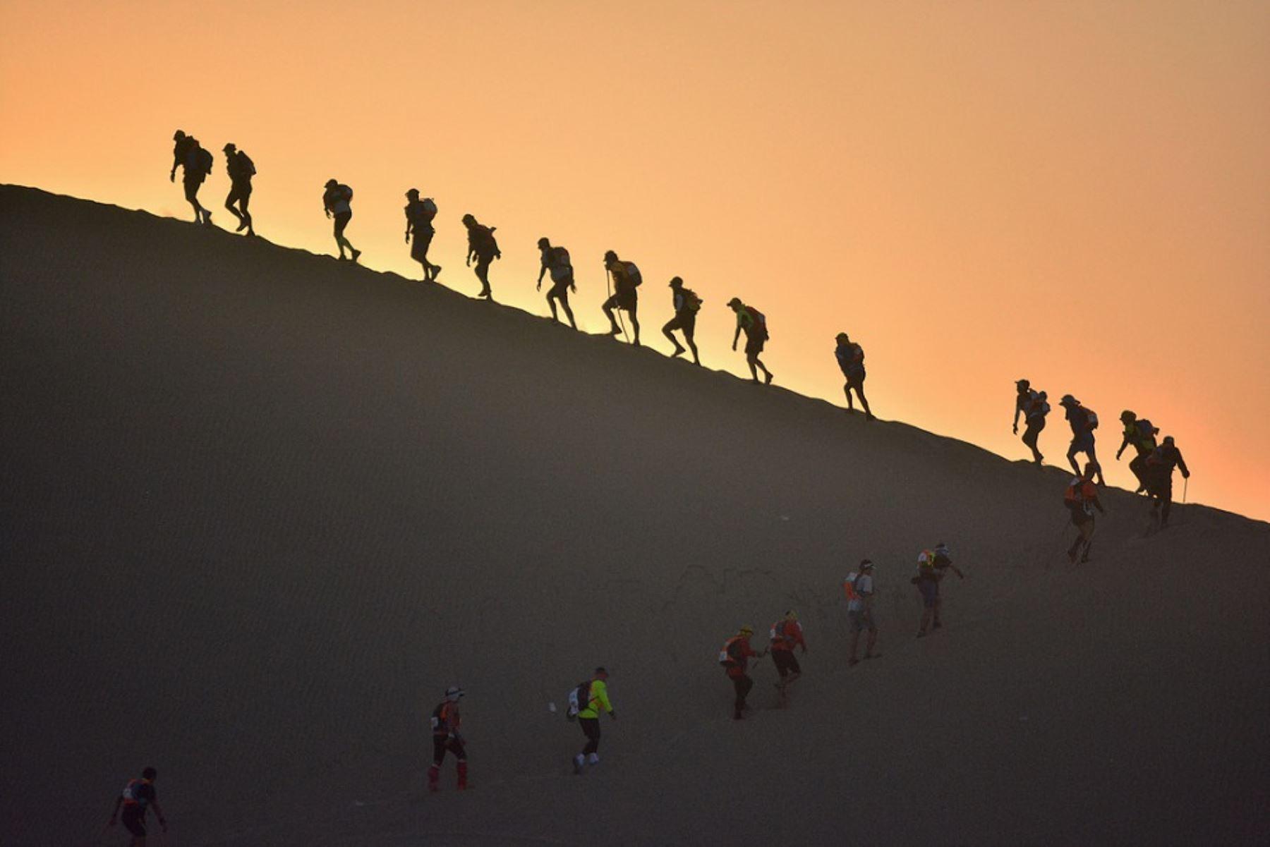 """Este 16 de julio se realizará por cuarta vez consecutiva la competencia internacional """"Perú 8mil Desert Challenge 2016"""", que tendrá como escenario la Reserva Nacional de Paracas, área natural protegida administrada por el Servicio Nacional de Áreas Naturales Protegidas por el Estado (Sernanp)."""