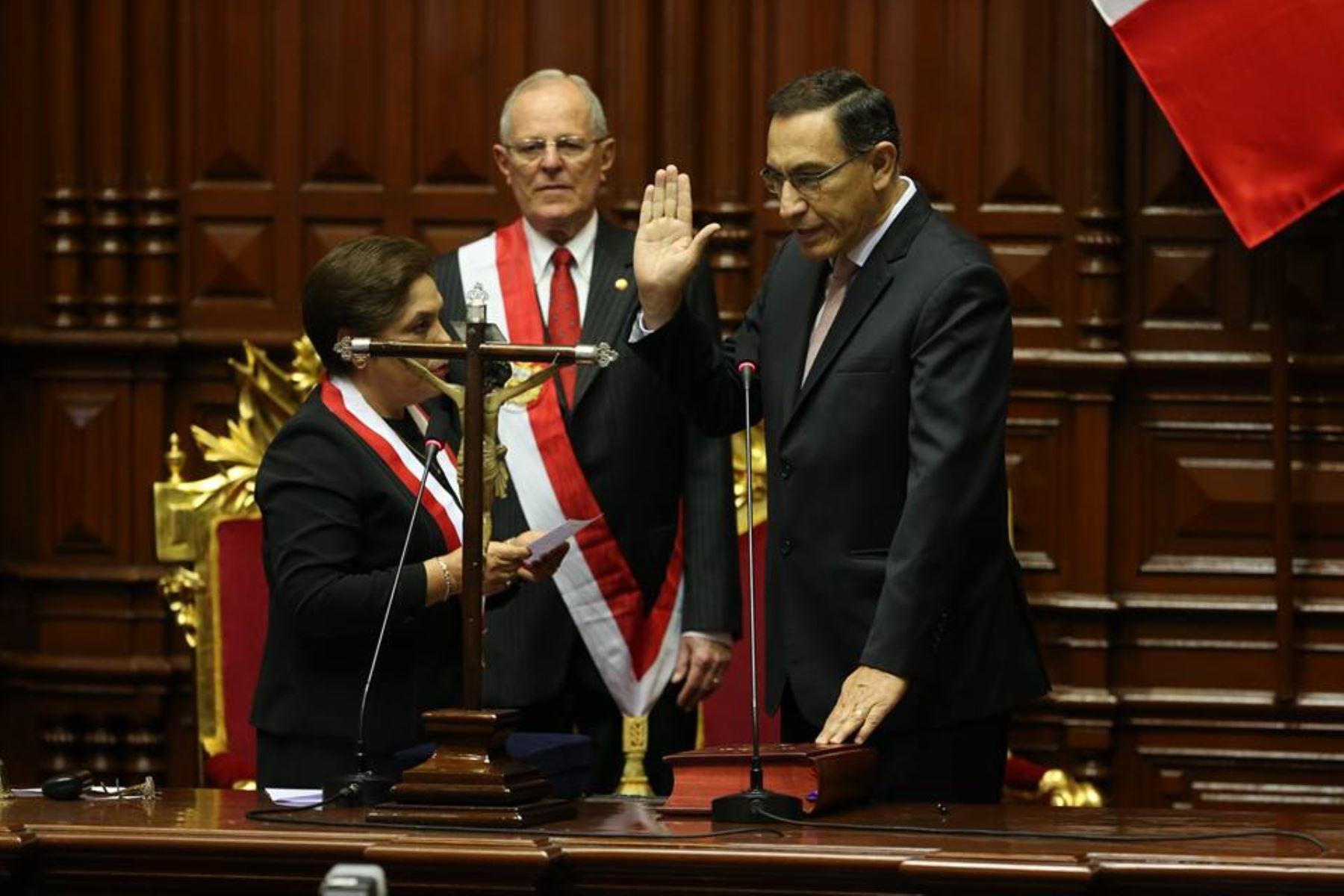 Presidenta del Congreso Luz Salgado Juramenta al vicepresidente Martin Vizcarra en el Congreso de la República:ANDINA/archivo