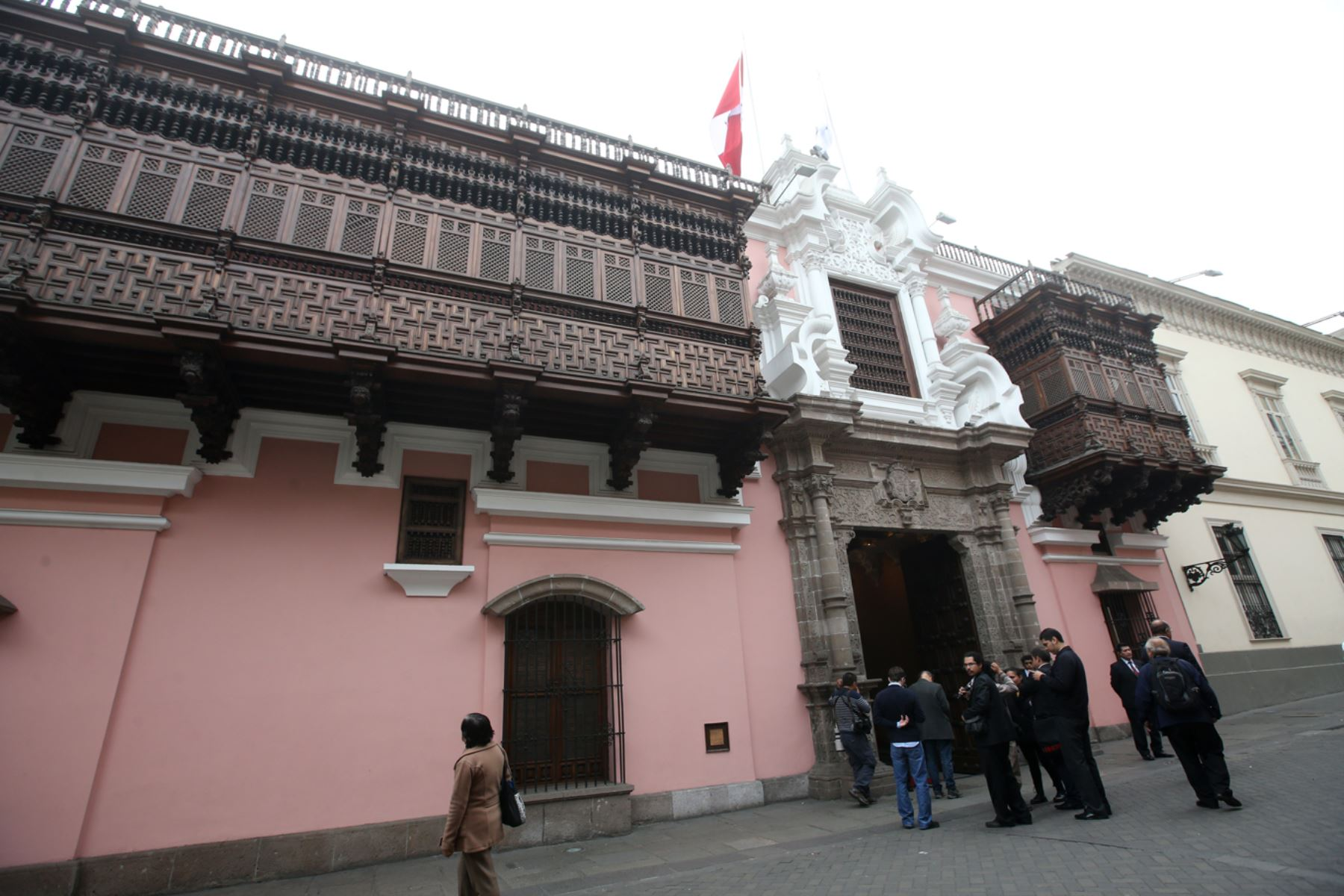 Canciller a peruana reafirma compromiso a favor de los for Oposiciones ministerio de exteriores