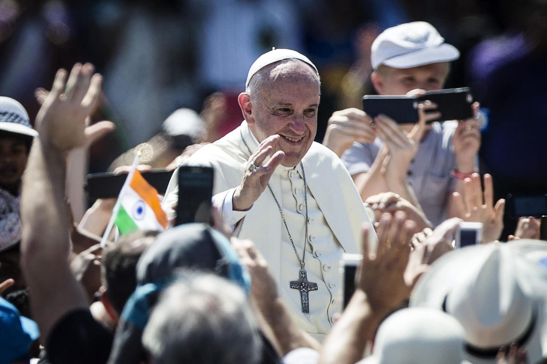 El papa Francisco proclamó este domingo santa a la madre Teresa de Calcuta. EFE