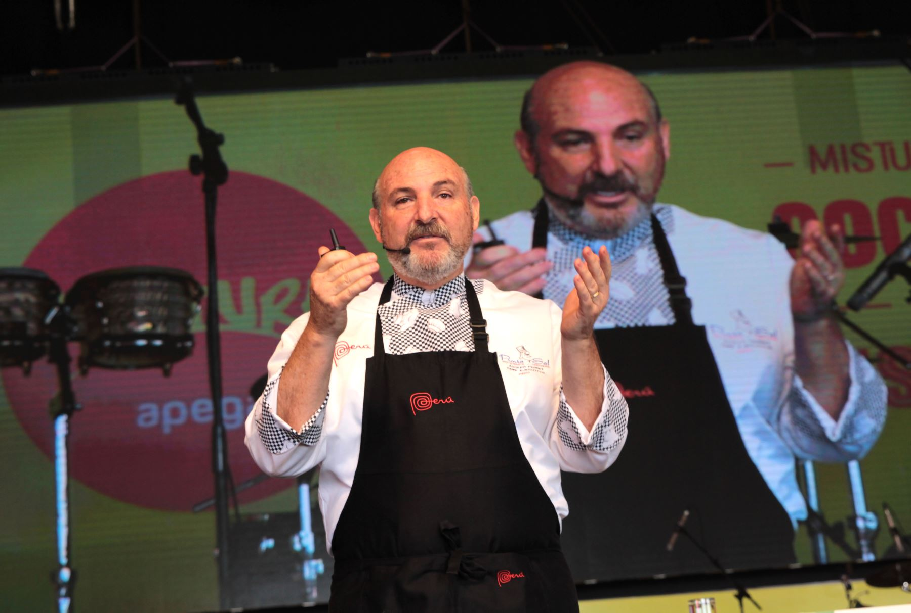 Adolfo Perret explica las porpiedades del Tarwi en la Feria Gastronomica Mistura 2016. Foto: ANDINA/ Dante Zegarra