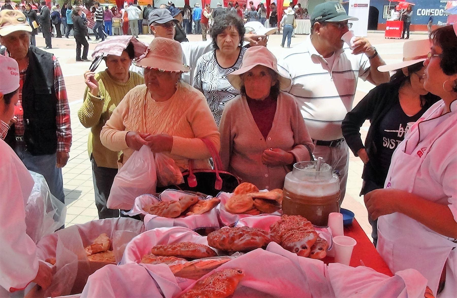 Panaderos artesanales del valle del Mantaro participan en Festival del Tanta Wawa. ANDINA/Pedro Tinoco