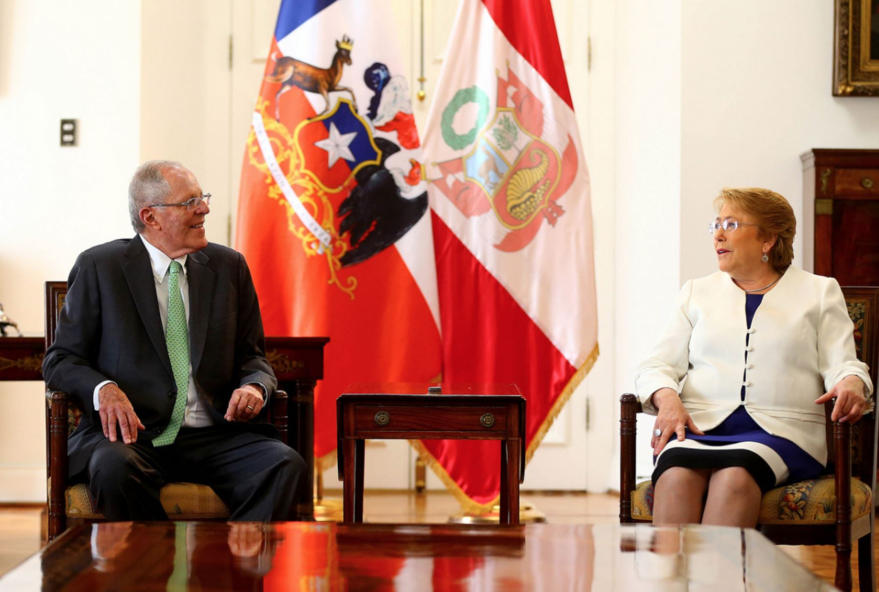 El jefe del Estado peruano, Pedro Pablo Kuczynski, se reúne con la presidenta de Chile, Michelle Bachelet en el Palacio de la Moneda. Foto:ANDINA/ Prensa Presidencia