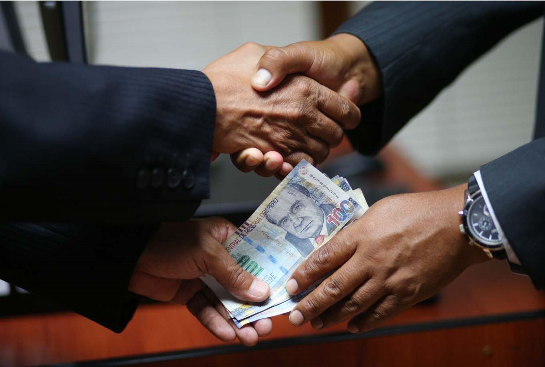 La corrupción afecta la moral de una población y no denunciarla significa convertirse en su cómplice, afirman especialistas. Foto: ANDINA/Eddy Ramos.