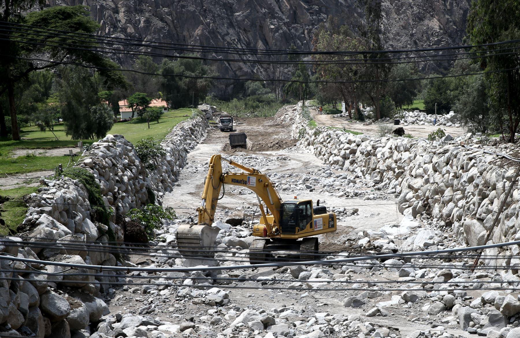LIMA,PERÚ-ENERO 18.Limpieza de escombros tras caída de huaico en eldistrito de Santa Eulalia.Foto:ANDINA/Oscar Farje Gomero.