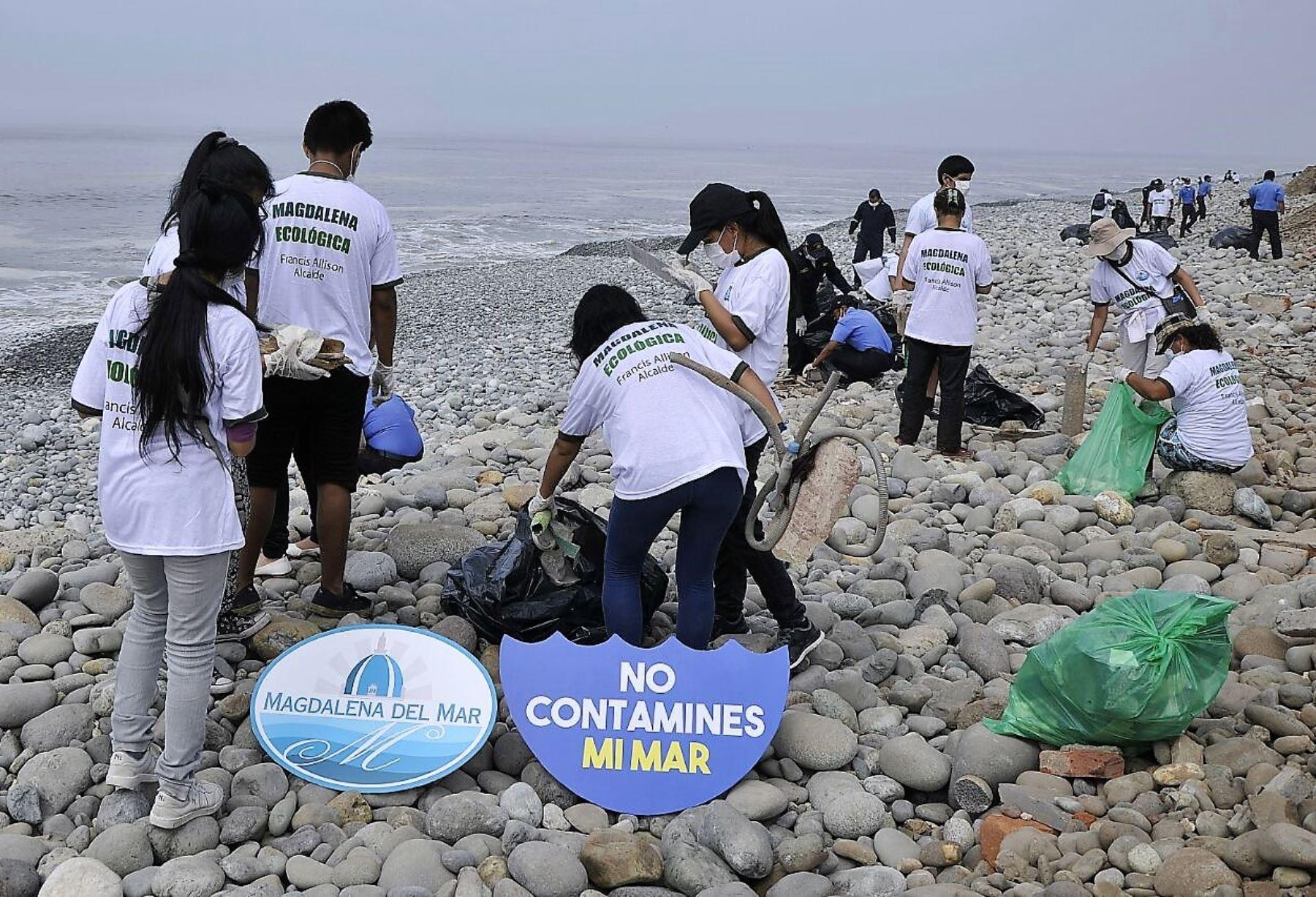 Voluntarios recogieron más de 2 toneladas de desechos en playa de Costa Verde. Foto: ANDINA/Difusión.