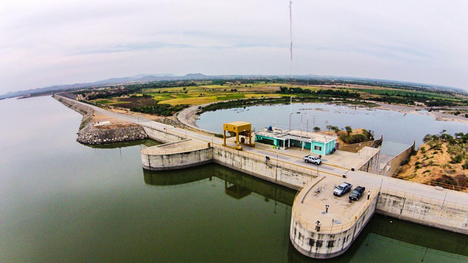 La ampliación del reservorio Poechos, que incrementará la capacidad de almacenamiento de agua en 200 millones de metros cúbicos de agua, es uno de los proyectos emblemáticos que la Autoridad para la Reconstrucción con Cambios (ARCC) impulsará este año en la región Piura. ANDINA/Difusión