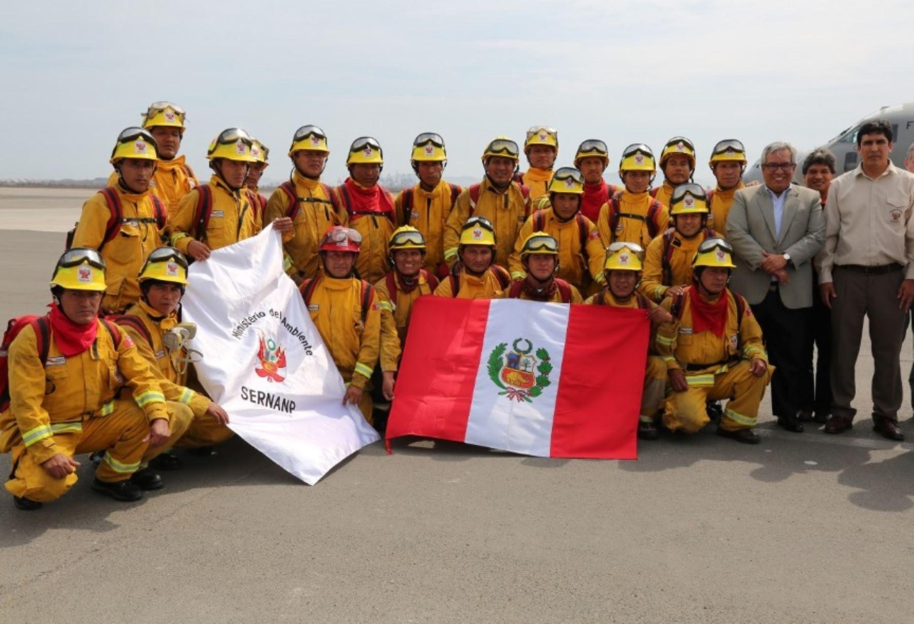 Luego de apoyar durante 15 días las labores de control del incendio forestal que se registró en Chile, la brigada de 20 guardaparques bomberos forestales del Servicio Nacional de Áreas Naturales Protegidas por el Estado (Sernanp) retornó a nuestro país como verdaderos héroes de la conservación.