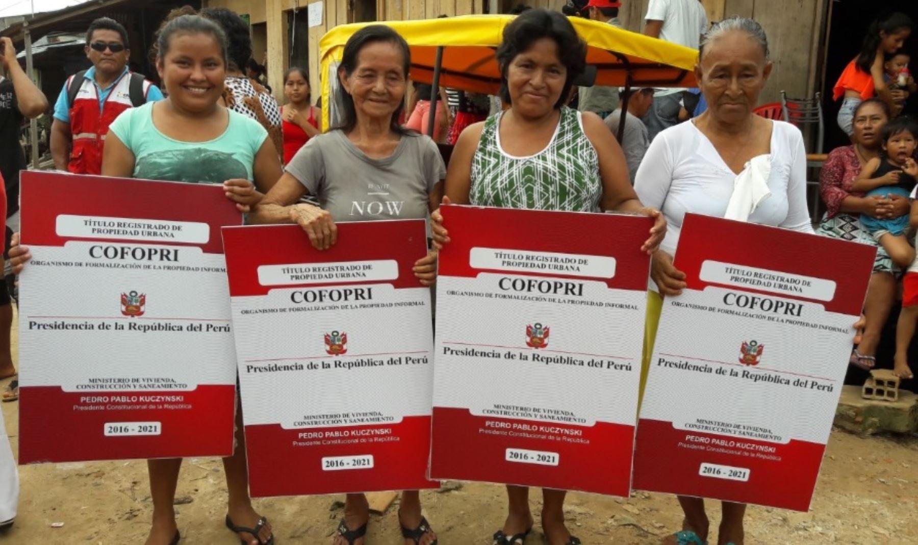 Más de 5,000 beneficiarios directos de la región Loreto mejorarán su calidad de vida gracias a la entrega de 1,330 títulos de propiedad por parte del Organismo de Formalización de la Propiedad Informal (Cofopri) en las provincias de Loreto, Ramón Castilla, Maynas, Requena, Ucayali y Alto Amazonas.