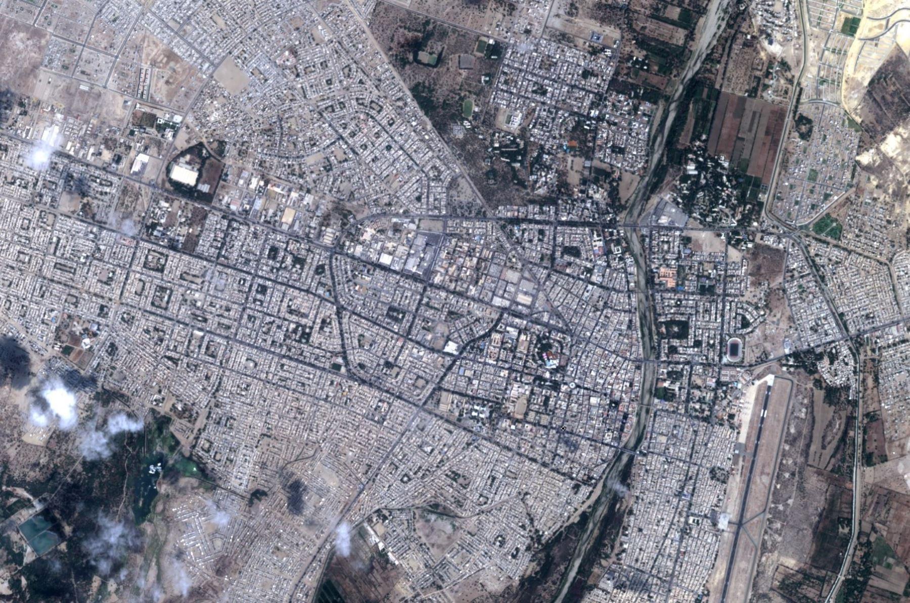 Imagen captada por el satélite PerúSAT de Piura tras las intensas lluvias.
