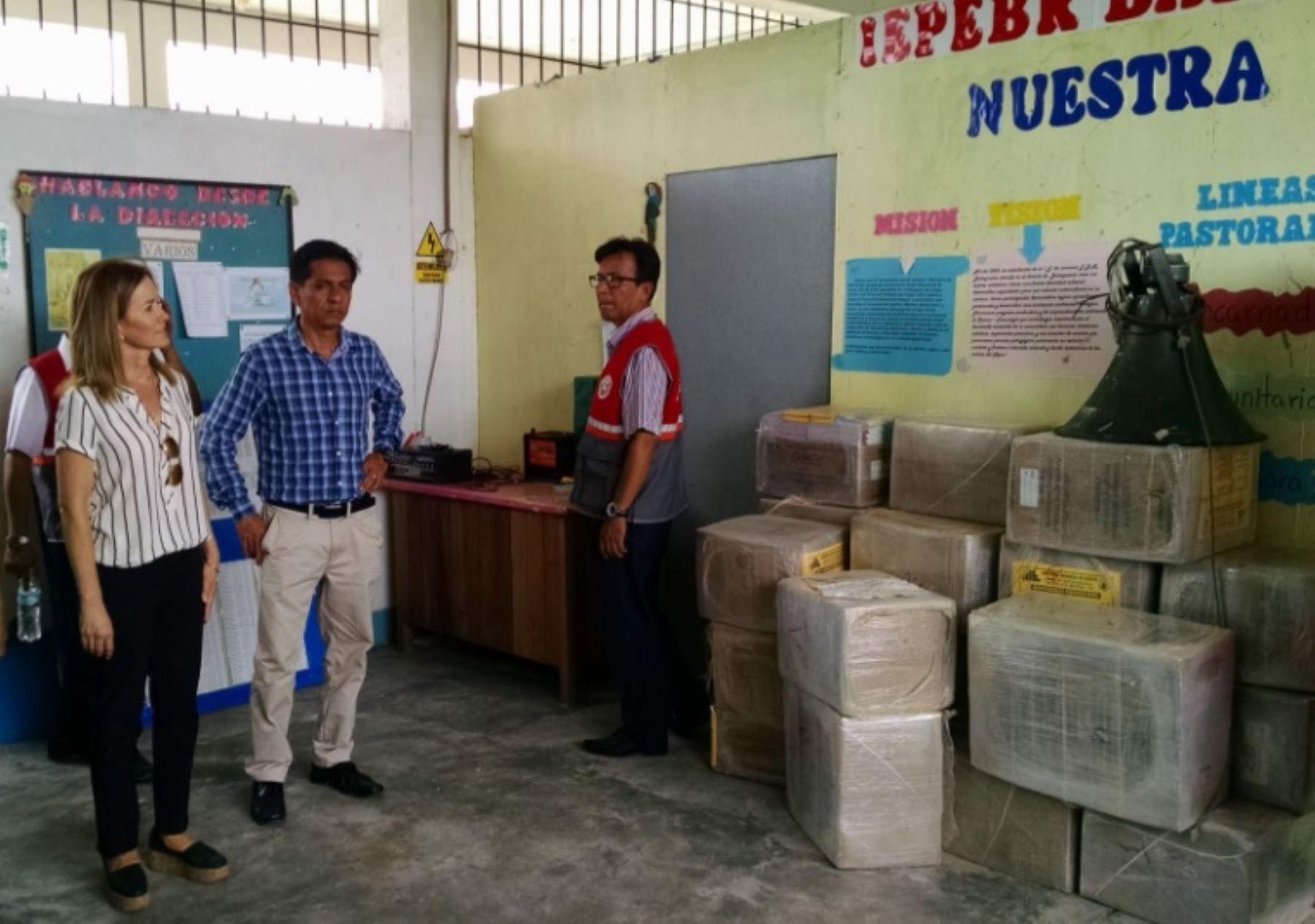 La ministra Matens Cortés visitó el distrito de Balsapuerto para verificar las condiciones del local donde residen los alumnos que estudian en la modalidad de internado.