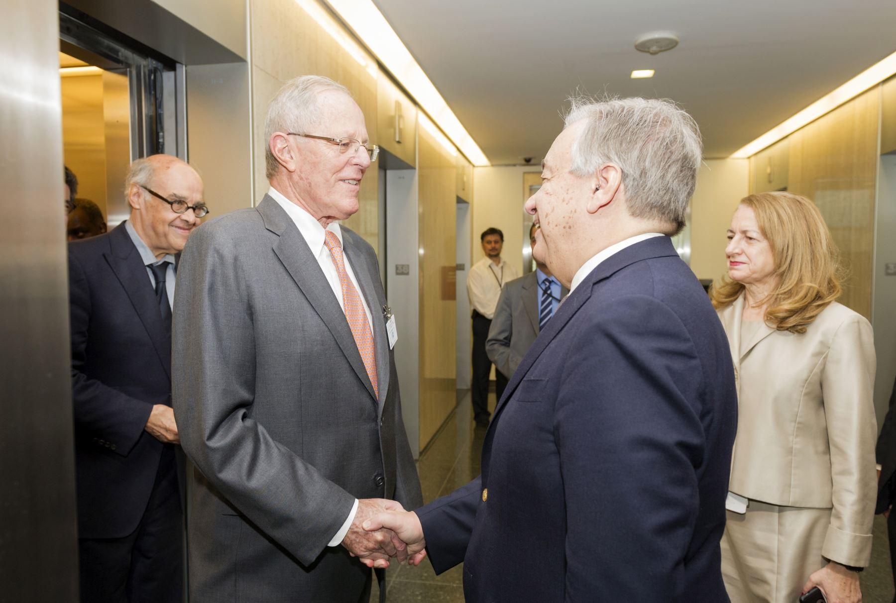 El Presidente Pedro Pablo Kuczynski se reúne con el Secretario General de la ONU, António Guterres, en la sede central de dicho organismo internacional, en Nueva York, Estados Unidos. Foto: ONU