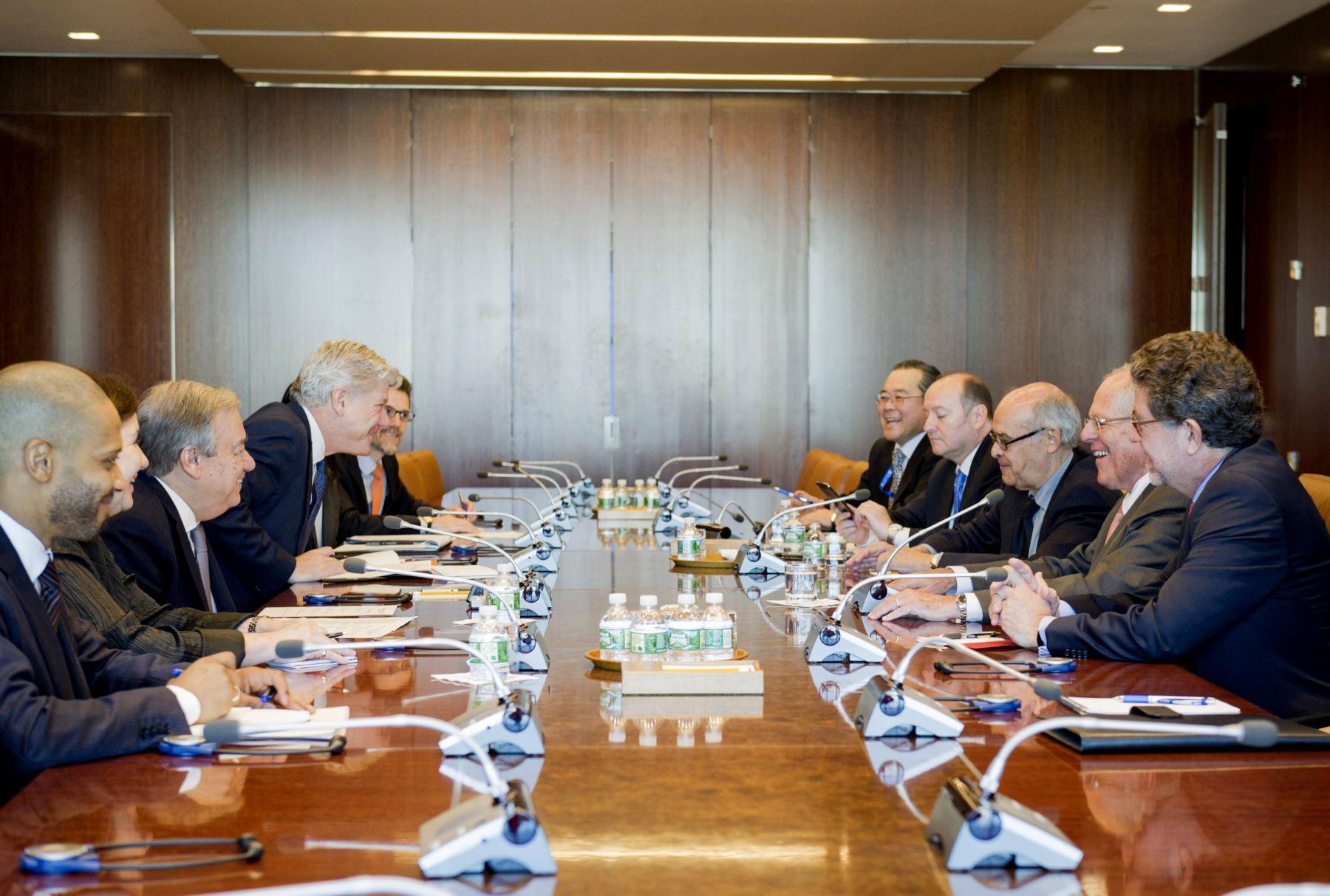 El Jefe del Estado, Pedro Pablo Kuczynski, firmó hoy el libro de honor de las Naciones Unidas a su llegada a la sede de este organismo internacional en Nueva York. Foto: ONU