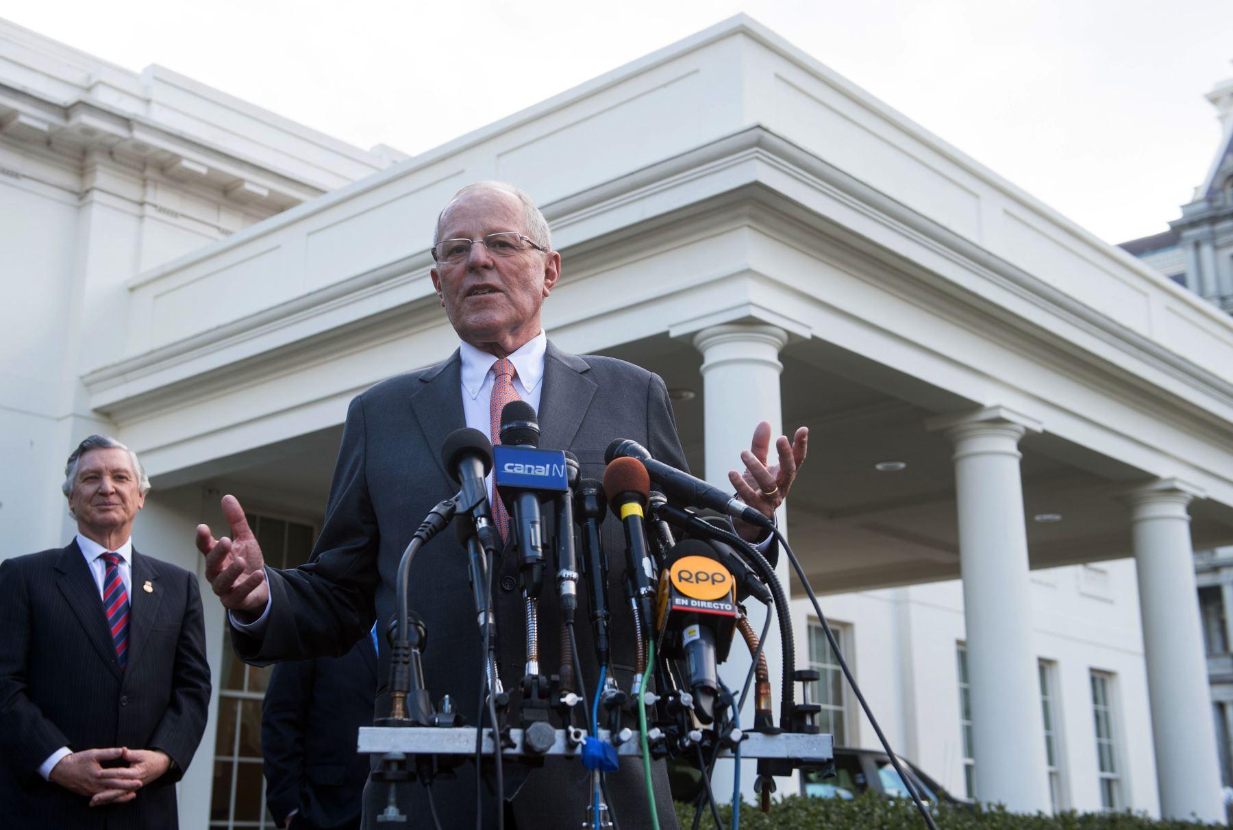 Presidente Kuczynski, declara a la prensa tras su reunión con el Presidente Norteamericano Donald Trump en la Casa Blanca. Foto: AFP