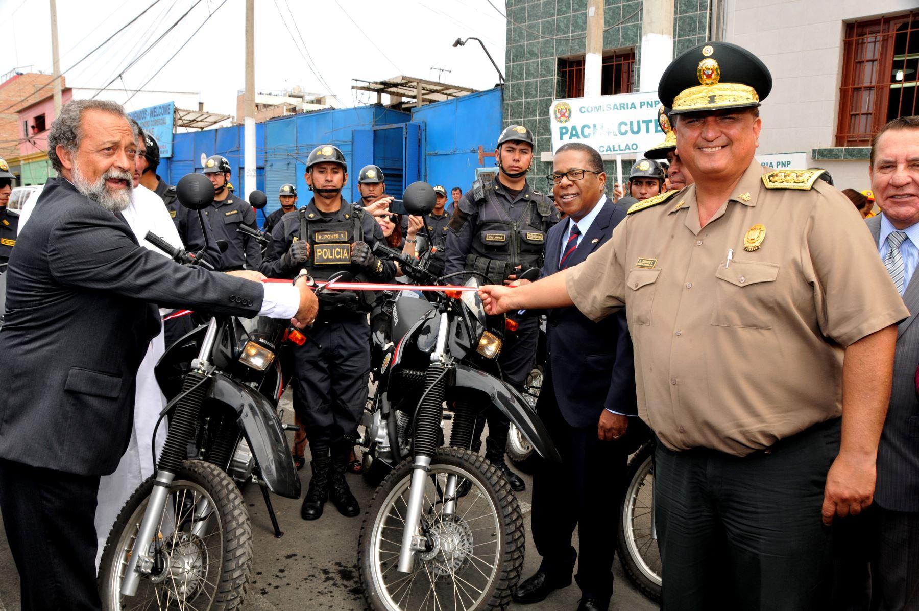 Autoridades de Estados Unidos y Perú en ceremonia de entrega de donativos. Foto: Difusión