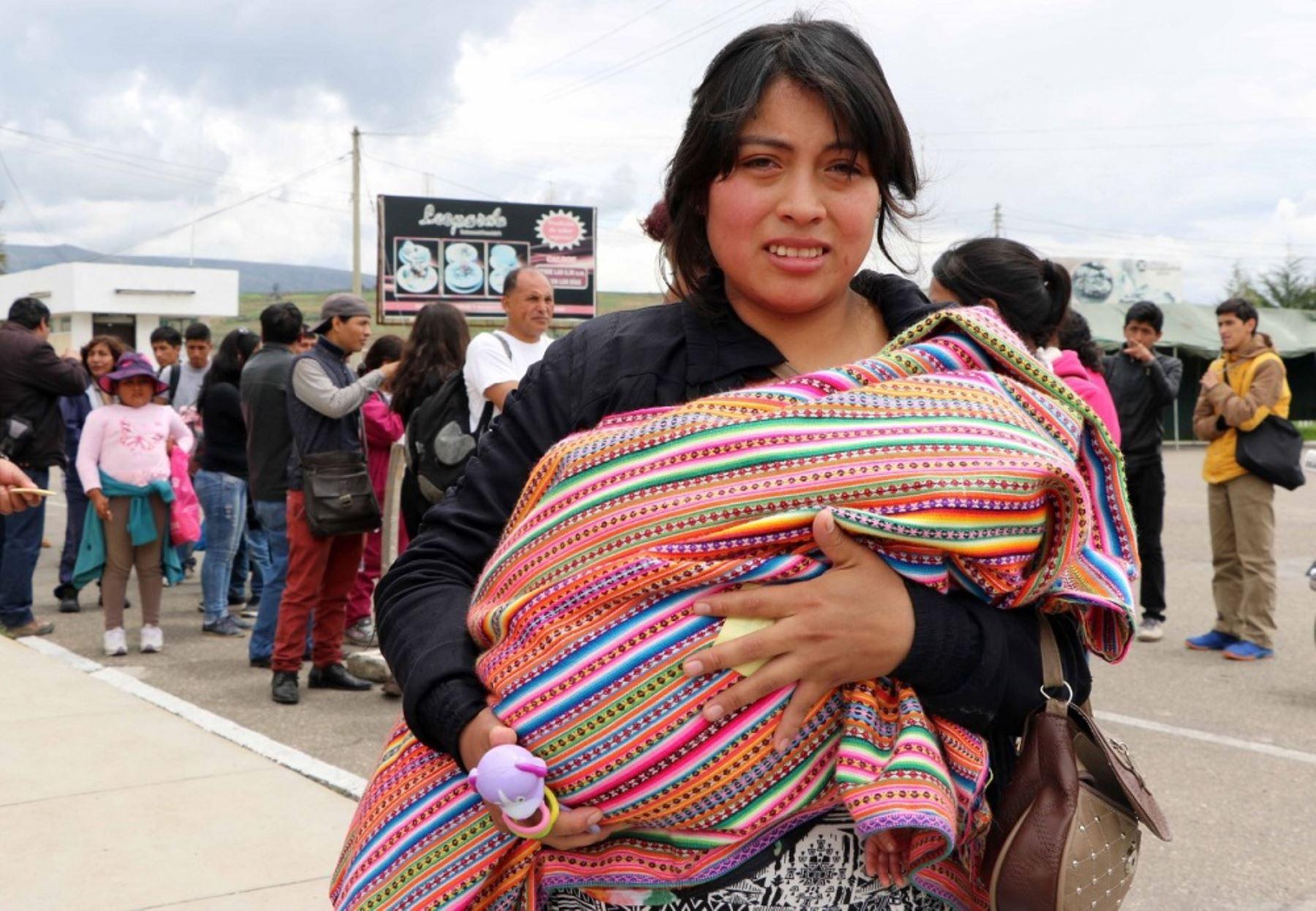 La Fuerza Aérea del Perú (FAP) trasladó hasta el momento a más de 1,400 personas en el puente aéreo entre Chiclayo, Piura, Trujillo y Lima, instaurado en la víspera para ayudar a las personas de esas regiones donde las carreteras resultaron afectadas por las torrenciales lluvias.