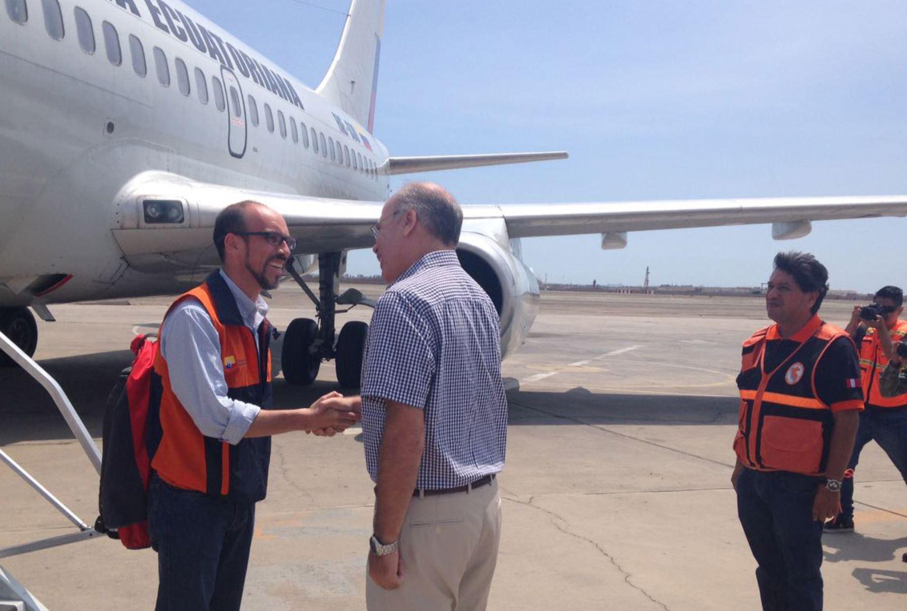 Llega avión procedente de Ecuador con ayuda para los damnificados.