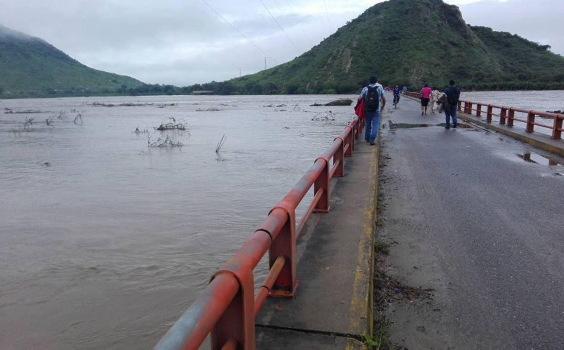 Un equipo de investigadores de la Facultad de Ingeniería de la Universidad de Piura desarrolló un proyecto para implementar un radar que mide la formación y ocurrencia de lluvias, el primero de su tipo en el Perú que contribuirá a prevenir inundaciones y con ello daños a la agricultura y otros sectores en la región más castigada por El Niño costero. ANDINA/Difusión