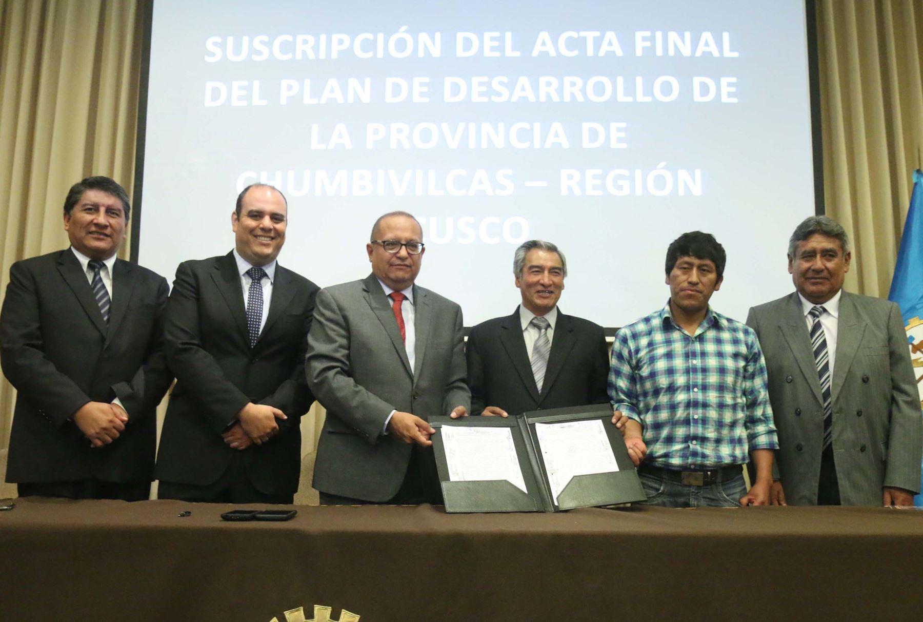 MEM suscribió acta final de mesa de desarrollo de provincia de Chumbivilcas
