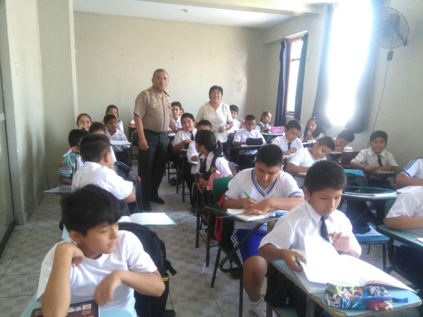 Escolares de trujillo acuden a clases en comisar a de la for Ministerio del interior comisarias