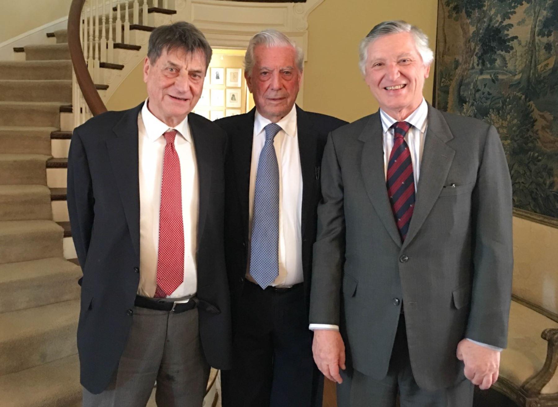 Peruvian Ambassador Carlos Pareja meets with writer Mario Vargas Llosa in D.C.