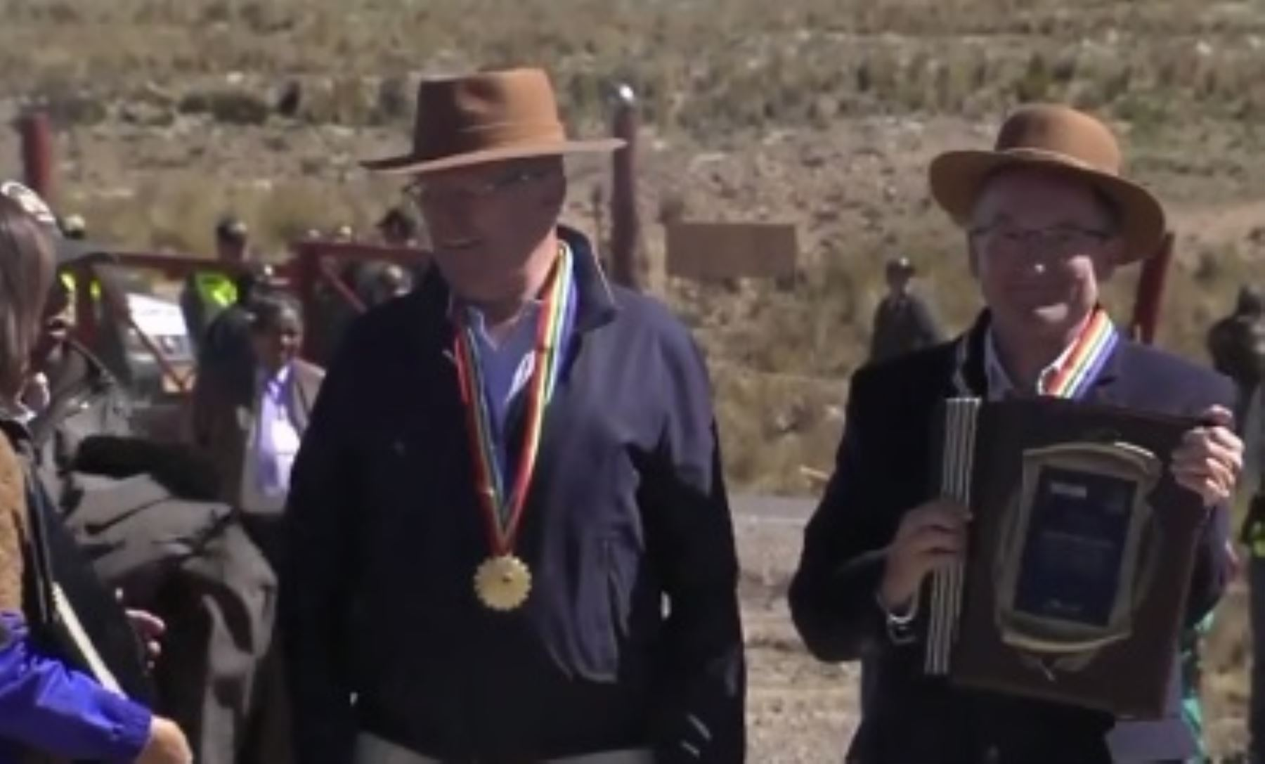 Reconocimiento al embajador de Alemania en el Perú, Jórg Ranau, por los 50 años de cooperación técnica de Alemania al Perú, durante ceremonia por el 50 aniversario de creación de la Reserva Nacional Pampa Galeras Bárbara D