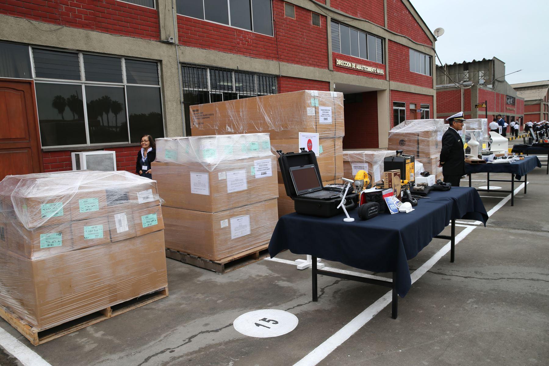 LIMA,PERÚ.MAYO 31.El  Embajador  de los Estados Unidos, Brian A.Nichols, dona a las Fuerzas Armadas, material y equipos para la lucha contra las drogas. Foto: ANDINA/Norman Córdova