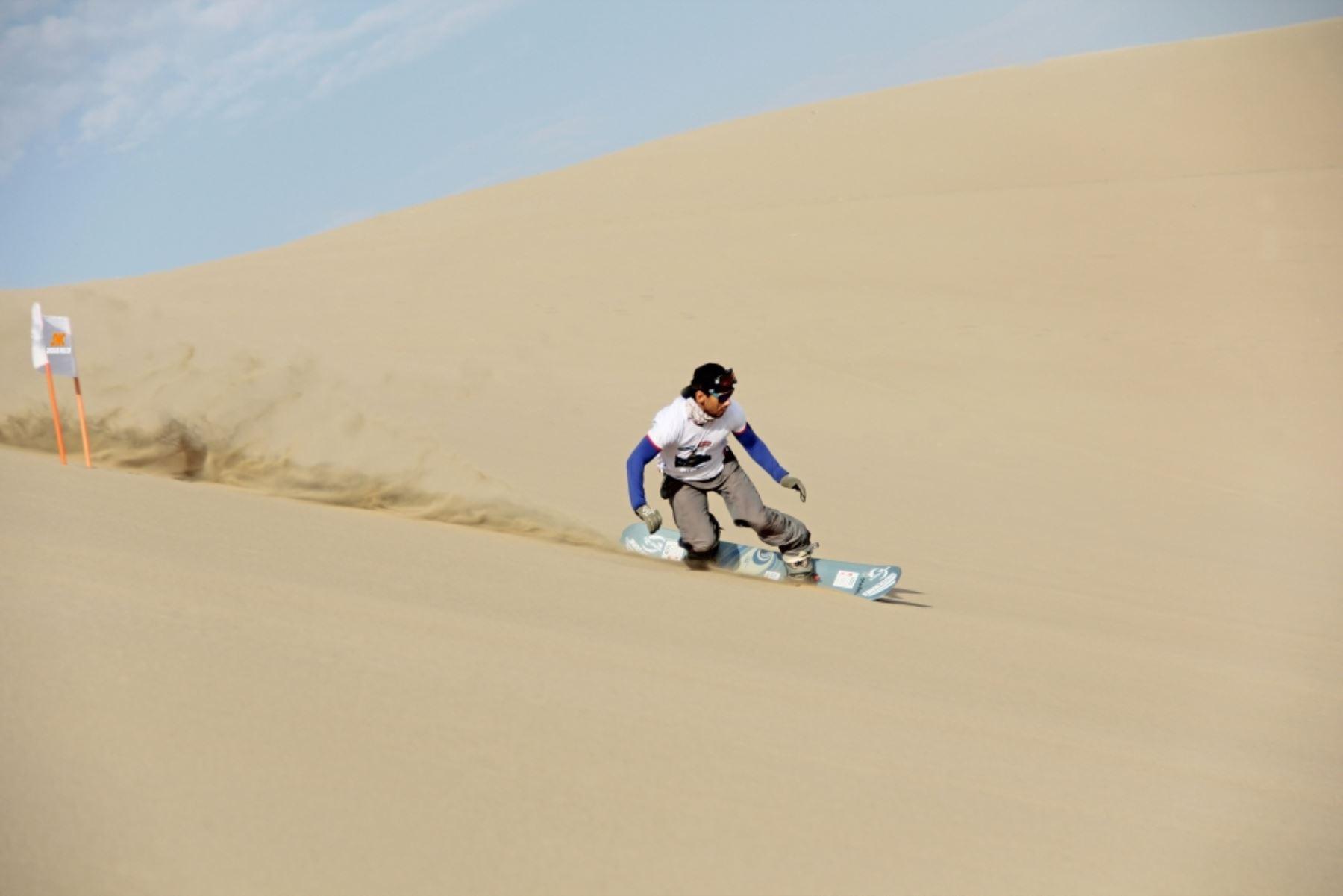 La Huacachina alberga a los mejores exponentes del  Sandboard,