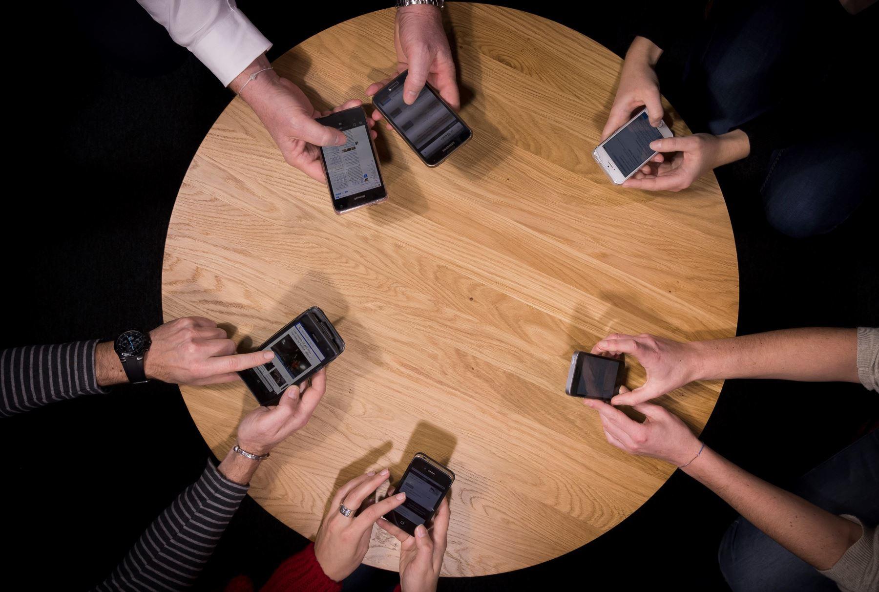 Opecu insta a las operadoras móviles a respetar los derechos de los consumidores.