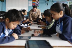 LIMA, PERÚ-JULIO 04. Profesores usan nuevas tecnologías en las aulas. Foto: ANDINA/Eddy Ramos.