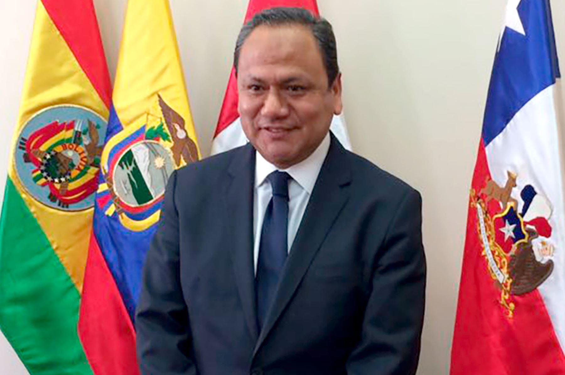 Exministro González: