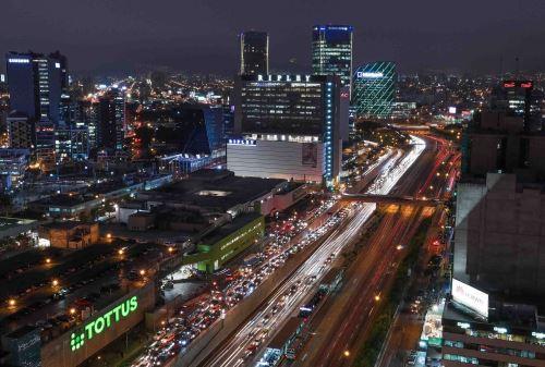 Lima de noche. Foto: ANDINA/Carlos Lezama