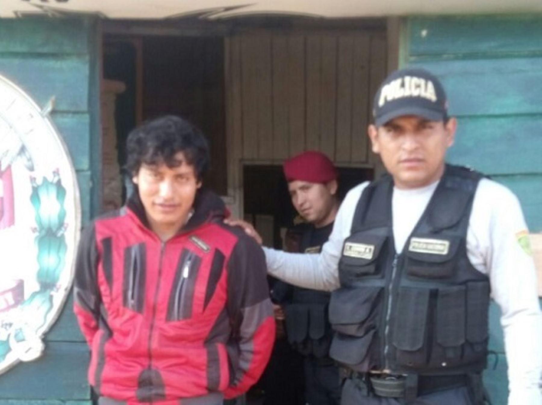 """Agentes del Departamento de Emergencia de la Policía Nacional capturaron esta mañana en Madre de Dios, a Valentín Quispehuamán Cutipa (54), incluido en el Programa de Recompensas """"Que ellos se cuiden"""" por el delito de violación sexual a una menor de edad."""