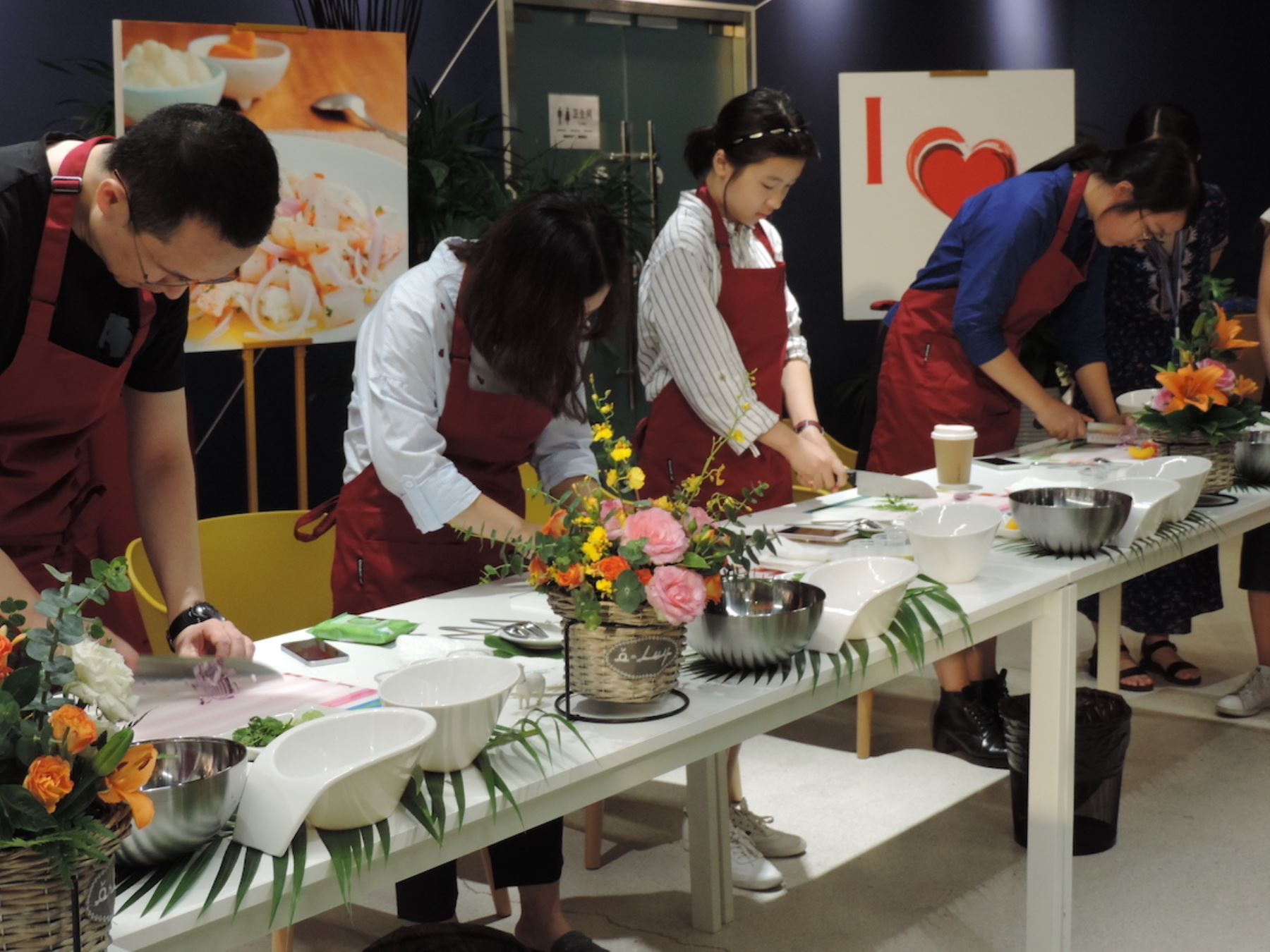 Un primer acercamiento de los chinos al Perú es a través de la gastronomía. Foto: OCEX Beijing.