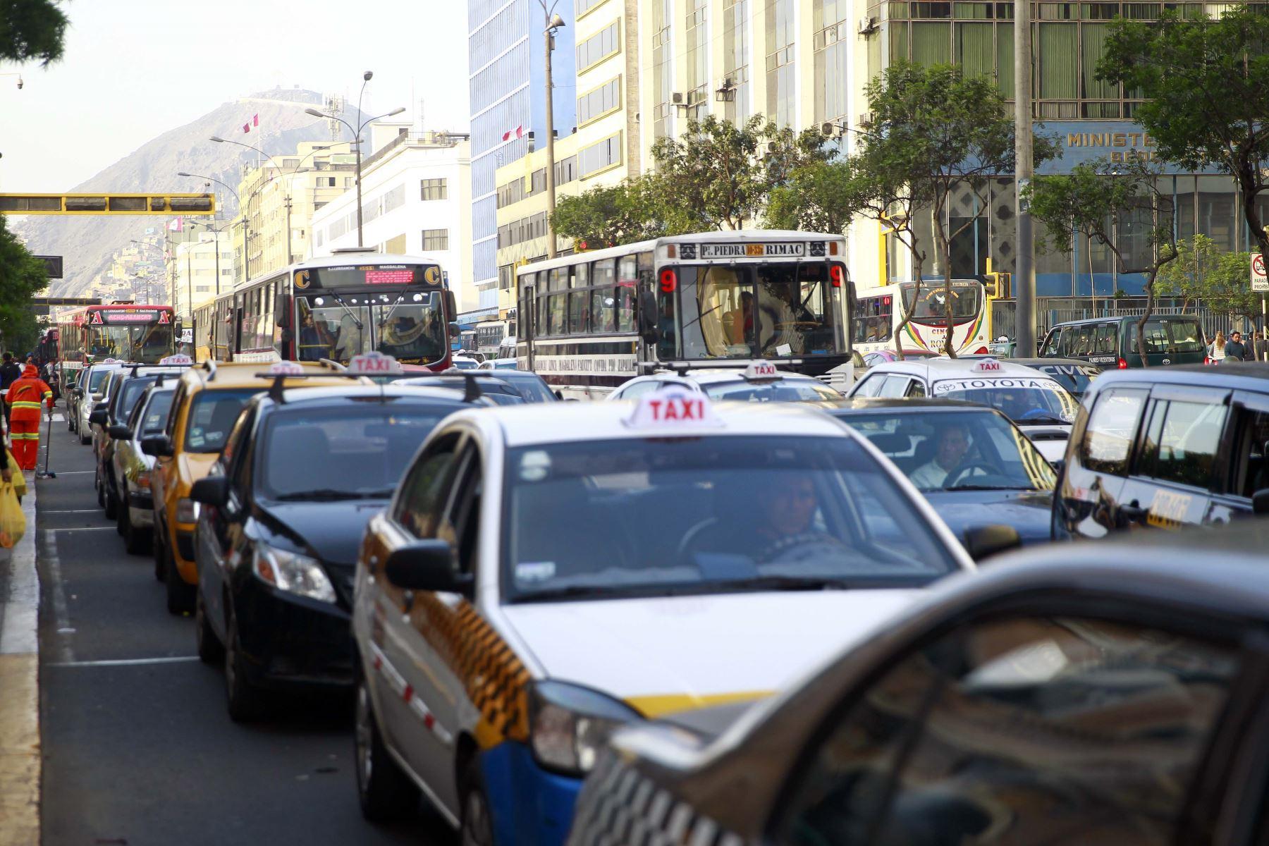 Congestión vehicular en el centro de Lima. Foto: ANDINA/Luis Iparraguirre