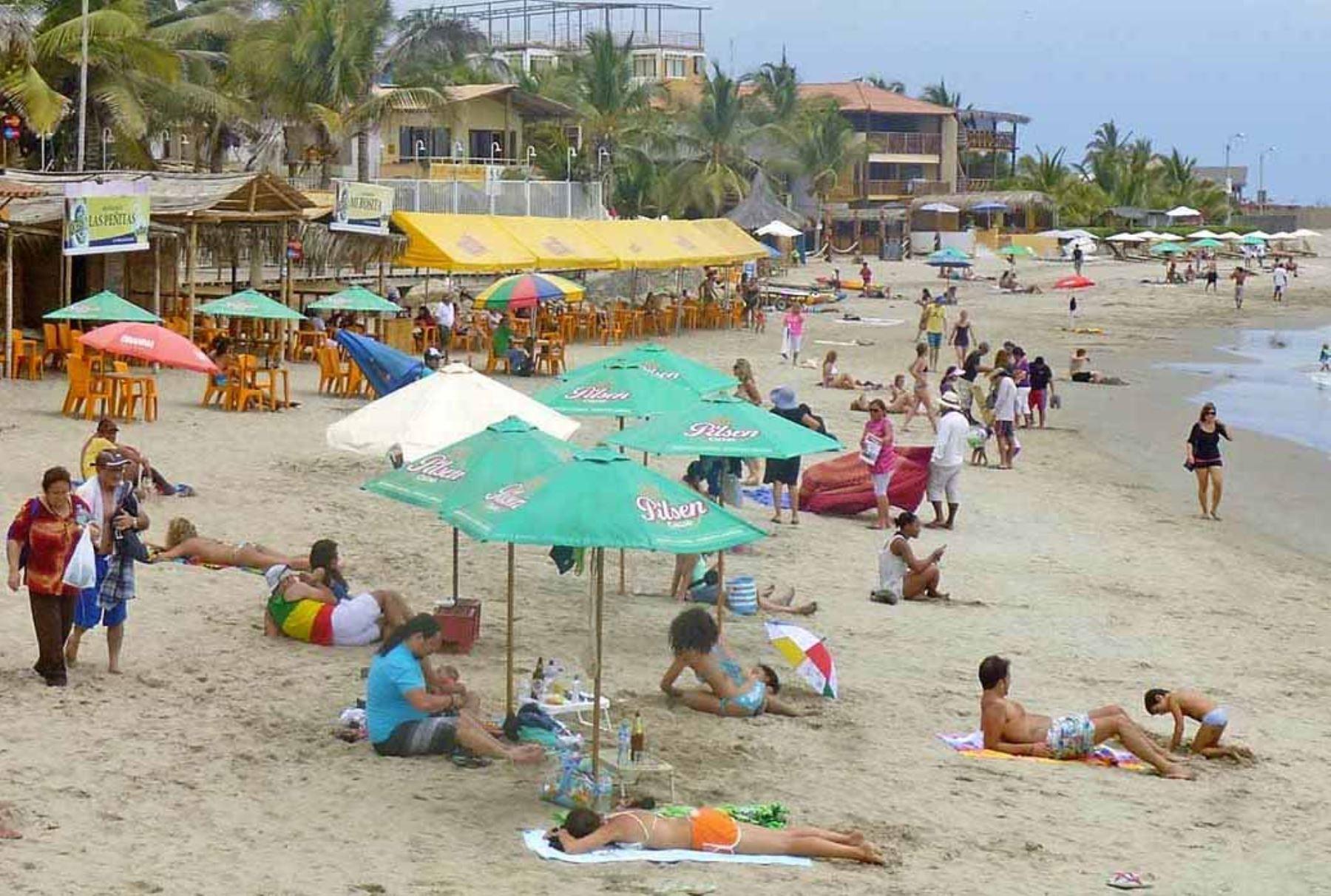 Máncora y otras playas de Talara esperan recibir a miles de turistas. ANDINA