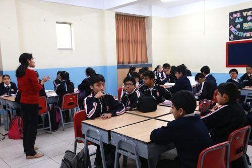 Gobiernos regionales descontará a docentes que no dicten clases. ANDINA/Norman Córdova