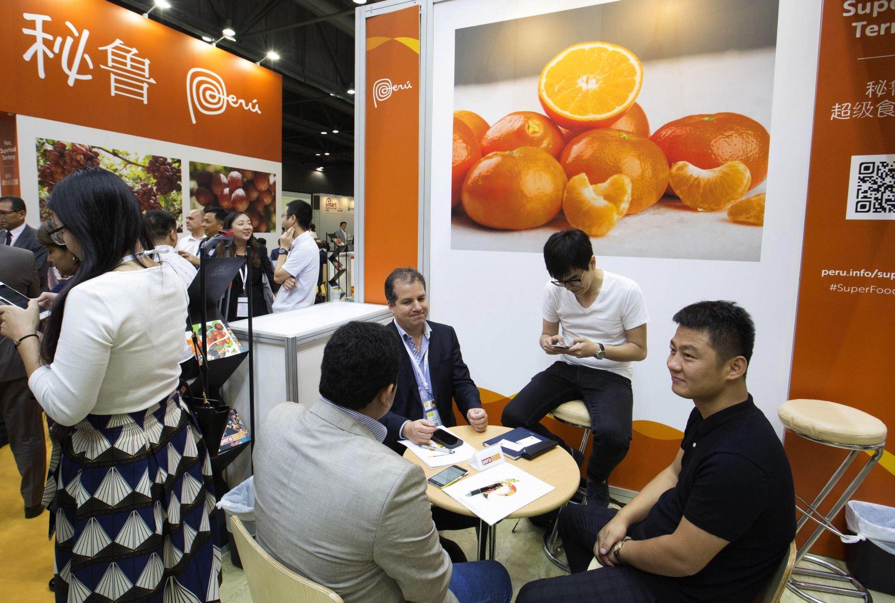 Perú presentó para toda Asia su campaña de Super Foods Perú, durante la inauguración de la feria Asia Fruit Logistica que se celebra en Hong Kong. Foto: EFE