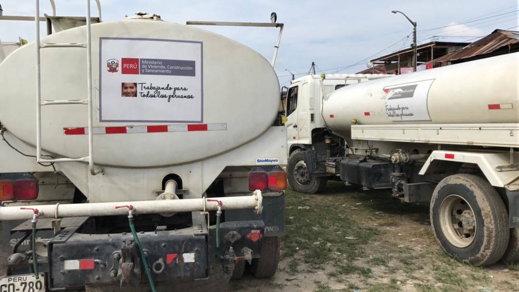 MVCS entregó cisternas para damnificados por incendio en Iquitos.