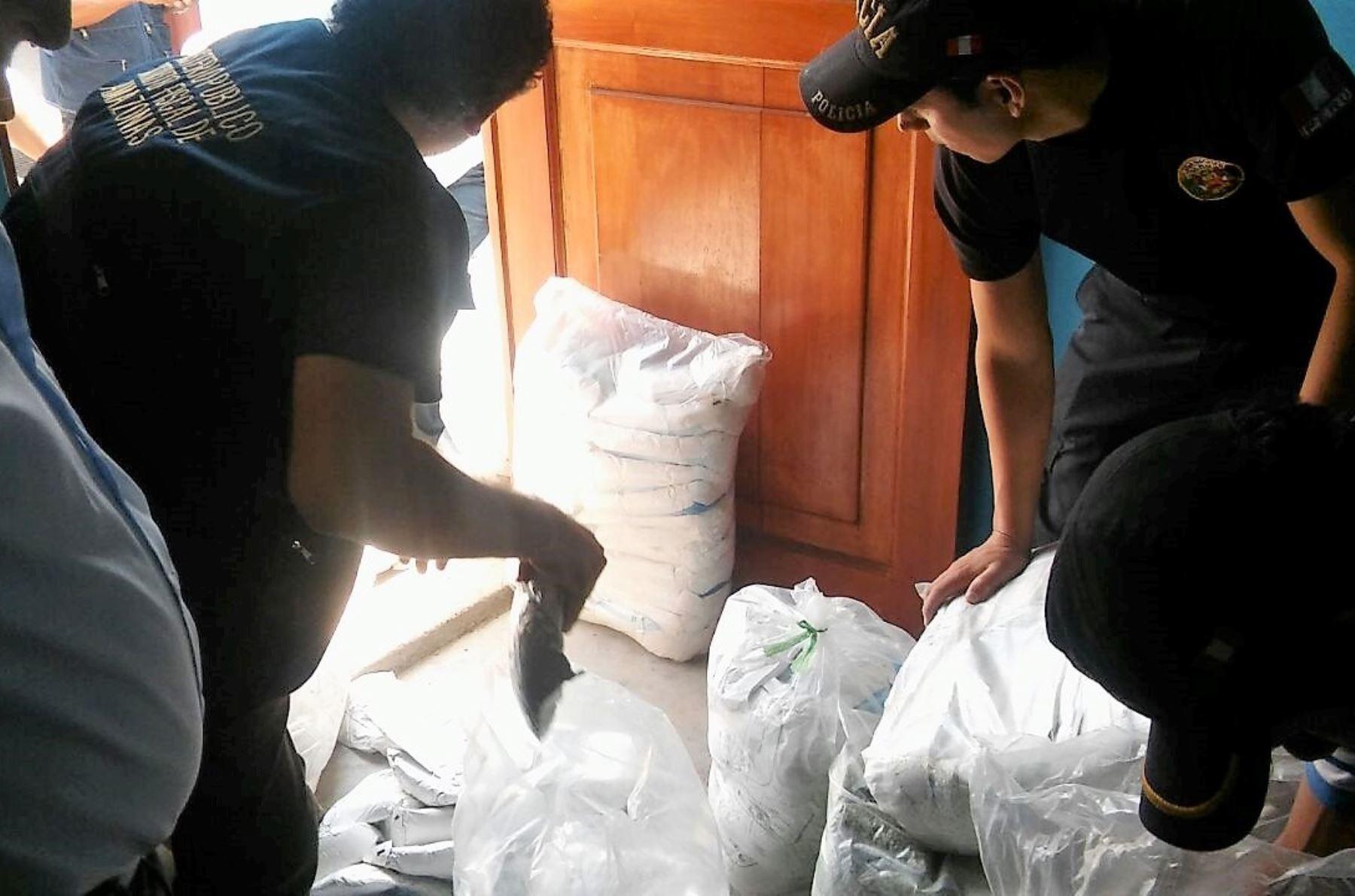 Fiscalía decomisa harina vencida de institución educativa de Amazonas. Foto: ANDINA/Difusión.