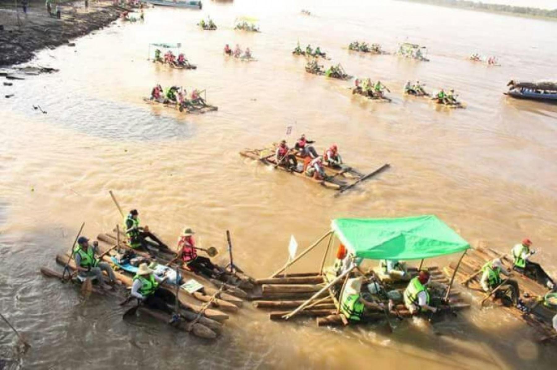 Carrera Internacional de Balsas implica 180 kilómetros  de recorrido sobre el río Amazonas.