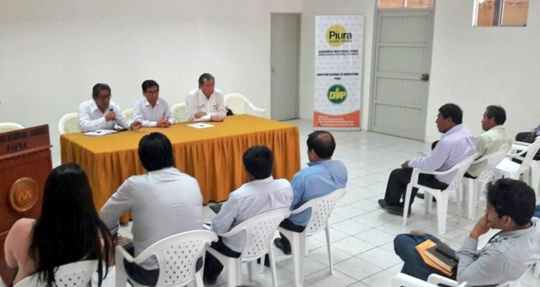 El ministro de Agricultura y Riego, José Manuel Hernández, explicó los alcances del Plan Integral de Reconstrucción con Cambios en las zonas afectadas por El Niño Costero, a las autoridades regionales y locales, juntas de usuarios de riego, así como representantes de la sociedad civil en Piura.